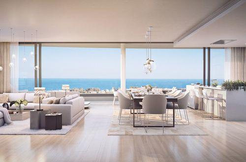 Nytt lyxboende - fantastisk takvåning med panoramautsikt över havet