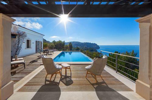 Villa of superlatives with spectacular panoramic sea views
