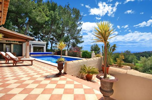 Mediterranean villa with guest apartment in exclusive area