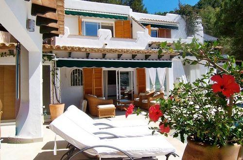 Luxuös villa med underbara solterrasser och fantastisk vy över hamnen och bukten av Puerto Andratx