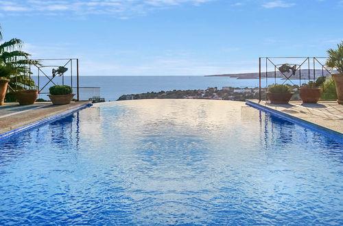 Medelhavs villa med havsutsikt i exklusivt område