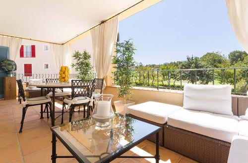 Elegant våning vid golfbanan i Bendinat