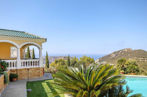 Luxury property with stunning sea view in exclusive location