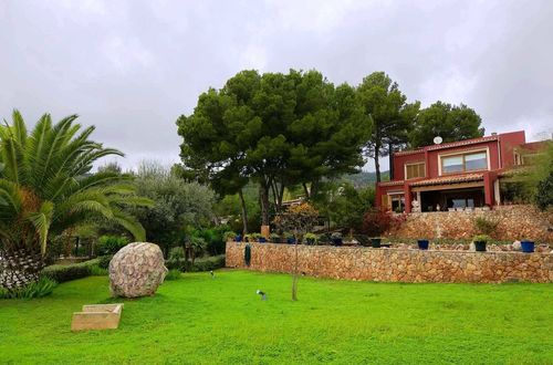 Fascinating villa in an exclusive location with panoramic sea views