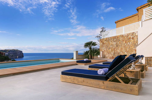Excellent villa with top sea view in Cala Moragues