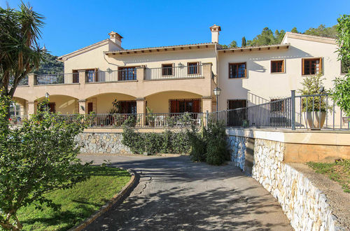 South facing villa in finca style with lovely country side views in Genova