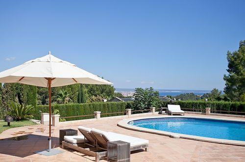 Praktfull lyxvilla med vidsträckt utsikt över Palma och bort mot havet