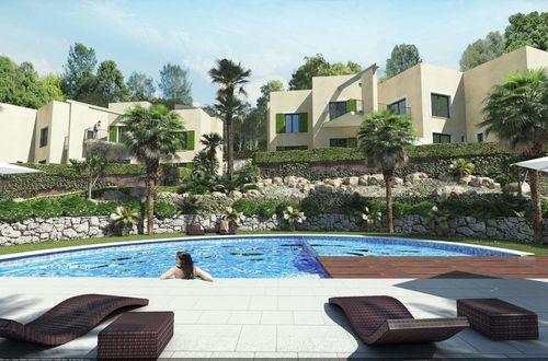 Ny arkitekt ritad lägenhet med egen privat trädgård i närheten av stranden
