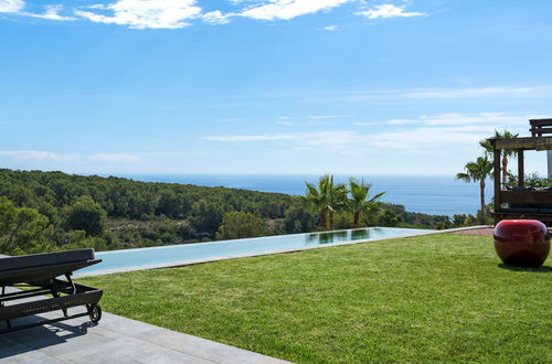 Imponerande nybyggd villa med gångavstånd till havet