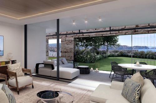 Arkitektritad, nybyggd våning med en 293 m² privat trädgård i bästa västerläge
