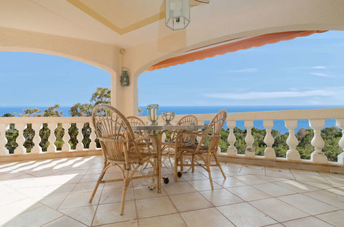 Attractive frontline villa with direct sea access