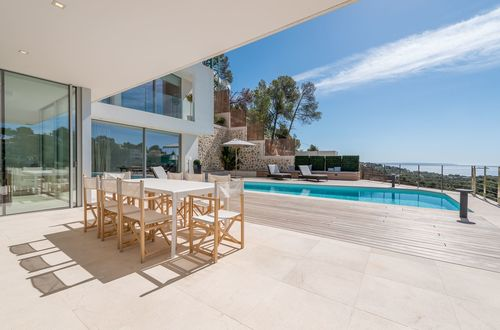 Erstklassig ausgestattete Villa mit Panoramablick über das Meer