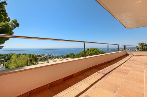 Wonderful property with sea views in a quiet residential area