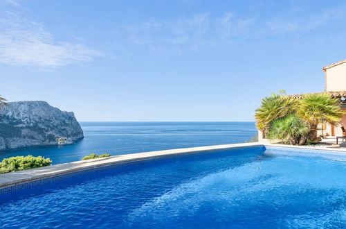 Charmig egendom i mallorcinsk stil med spektakulär utsikt över havet