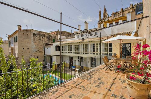 Magnificent mansion with pool and garden in the heart of Palma