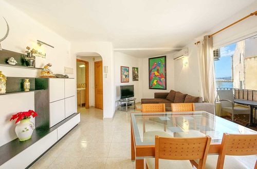 Apartment with sea views and restaurant in Portixol