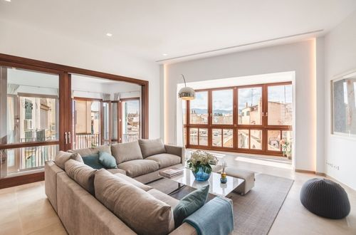 Apartment on the main floor in a palace in the heart of Palma