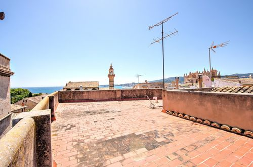 Duplex penthouse in a prime location with stunning views and lots of potential
