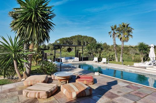 Luxurious rare finca with a large plot of 35,000m2