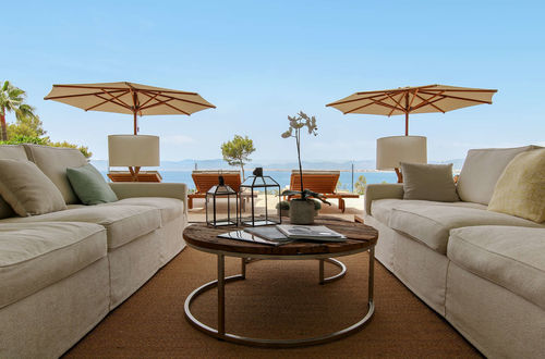 Pure luxury – superb frontline villa directly at the Sea!