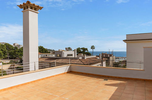 House with excellent sea view, private pool and beautiful sundecks 100 meters from the sea