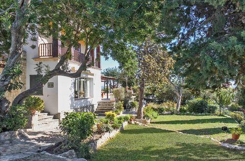 Villa i Bonanova med separat lägenhet och gästhus