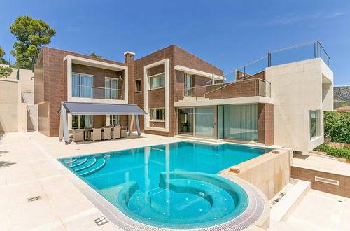 Excellent minimalistisk villa med havsutsikt nära strandpromenaden