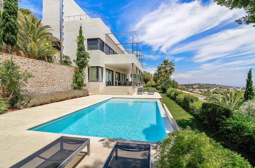Modern lyxvilla med panoramablick över havet i lugna Genova