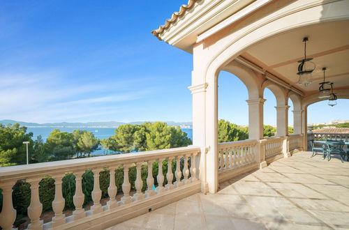 Prachtvolle Villa in erster Meereslinie in Son Verí Nou