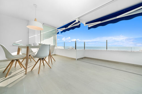Beautifully renovated bright apartment with sea views