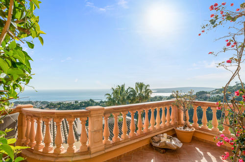 Superbly located attractive house with sea views
