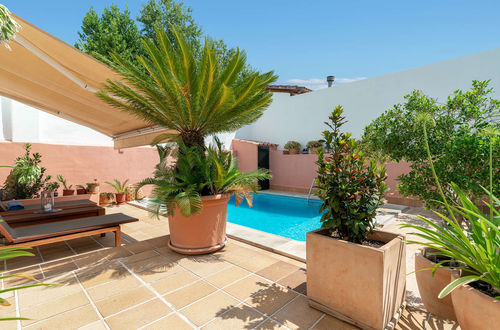 Attractive detached house with roof terrace and swimming pool