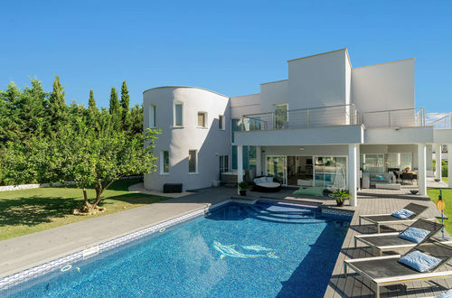 Elegant property in exclusive residential area