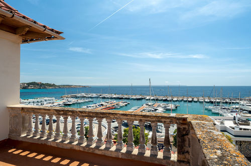 Make your living dream come true - perfect location directly at the marina