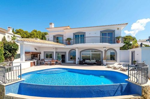 Fantastic family villa with amazing pool area and separate guest apartment