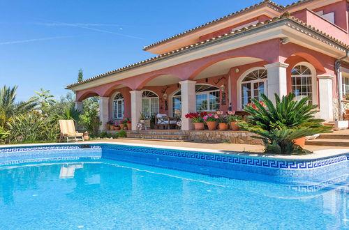 Vacker villa med havsutsikt och lungt läge i Santa Ponsa