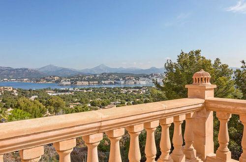 Magnifik villa i spansk stil med drömblick över land och hav