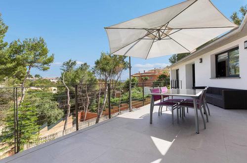 Elegant villa i modern design och privat läge