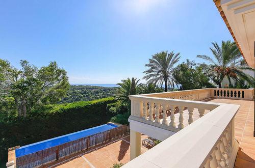 Havsnära villa i Medelhavsstil och stora terrasser