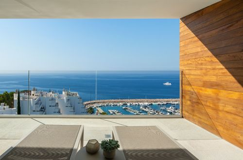 Spectacular apartment with gorgeous sea views