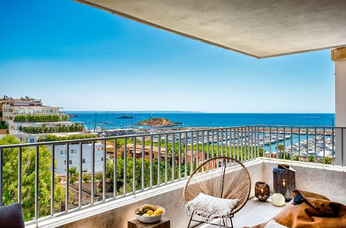 COMPLETELY RENOVATED APARTMENT WITH STUNNING SEA VIEWS