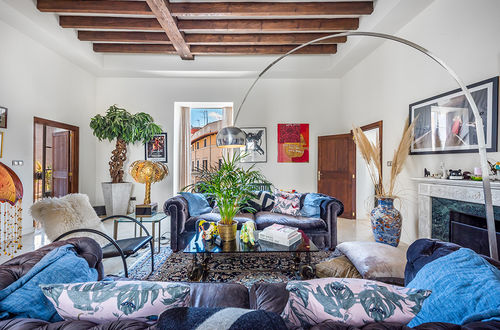 FIRST-CLASS RESIDENCE WITH TERRACE IN EXCELLENT LOCATION OLDTOWN