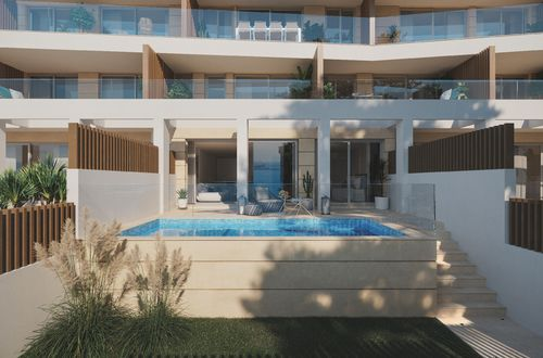 Neue Maisonette-Wohnung mit privatem Pool und Garten