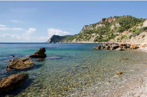 Fantastiskt byggprojekt för uppförande av en lyxfastighet vid havet med privat strand