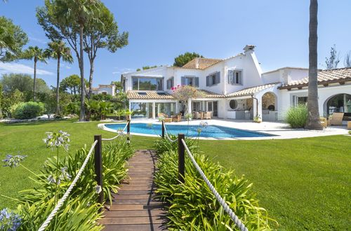 Elegant Mediterranean-style villas with everything you can ask for