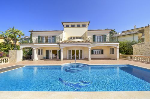 Exclusive villa in prime location with panoramic sea views