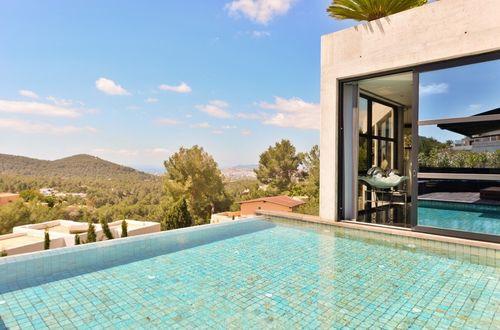 Magnifik egendom nära Ibiza stad med fantastisk utsikt över landskap och havet