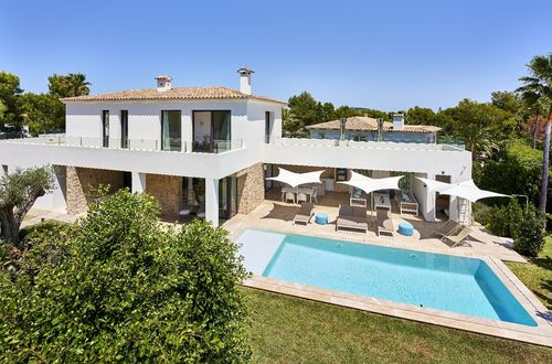 Elegant family villa near Santa Ponsa's beautiful coastline