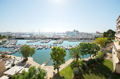 Vacker lägenhet vid havet med strålande utsikt över yachthamnen i Palma
