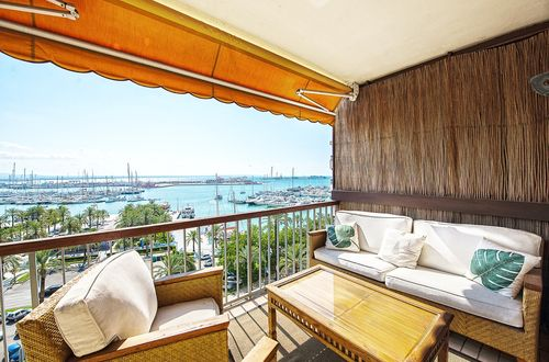 Light flooded apartment frontline to the Passeo Maritimo with superb view over the marina of Palma